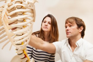 Chiropractor an Patient